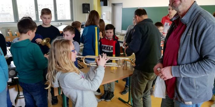 Orchester mobil – zu Besuch in Klasse 5